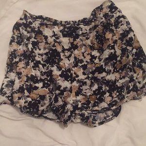 High waisted floral print flouncy shorts